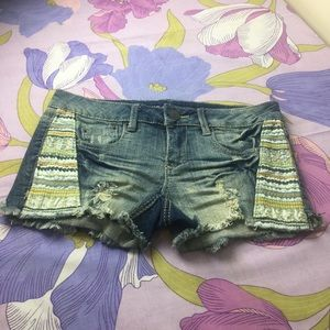 NWOT Distressed Embroidery denim Stretchy shorts